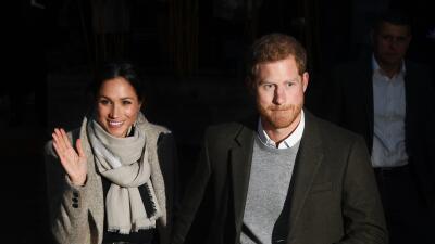 El príncipe Harry y Meghan Markle visitaron este martes una estación rad...