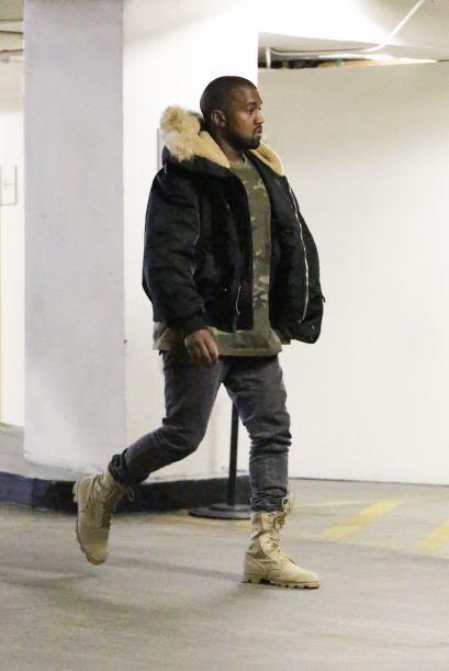 Atrasito, salió Kanye West.