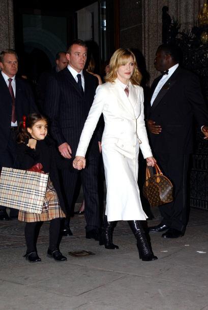 La relación con el latino no prosperó, y Madonna conoció al director bri...