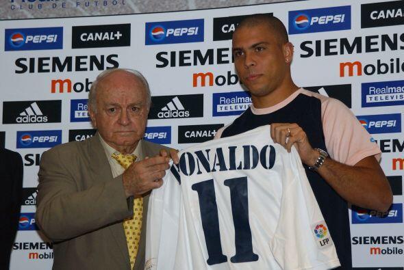"""En la época de los """"Galácticos"""" el Real Madrid fichó a Ronaldo por 45 mi..."""