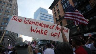 En el noveno aniversario de los ataques, cientos protestaron contra el I...