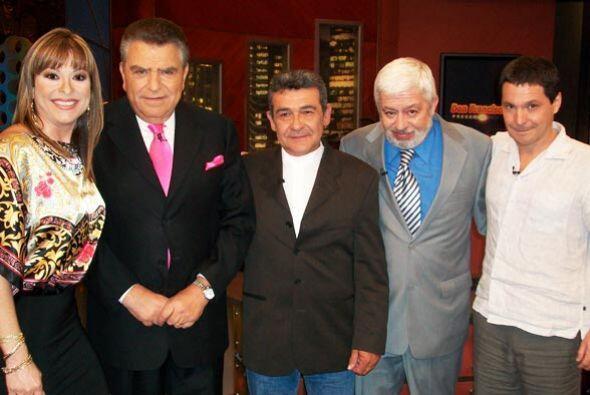 Una noche de personajes insólitos con Don Francisco Presenta.