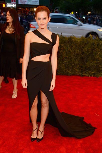 Emma Watson le ha dado por mostrar sus encantos y lo logró con este vest...