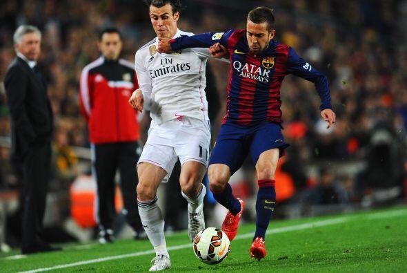 Jordi Alba (6): Muy rápido tapando las subidas de Bale en los primeros m...