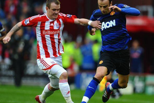 El delantero Berbatov salió de titular en lugar de Wayne Rooney, lesionado.