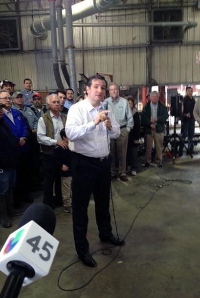 El senador federal Ted Cruz pasó por Houston para impulsar los pequeños...