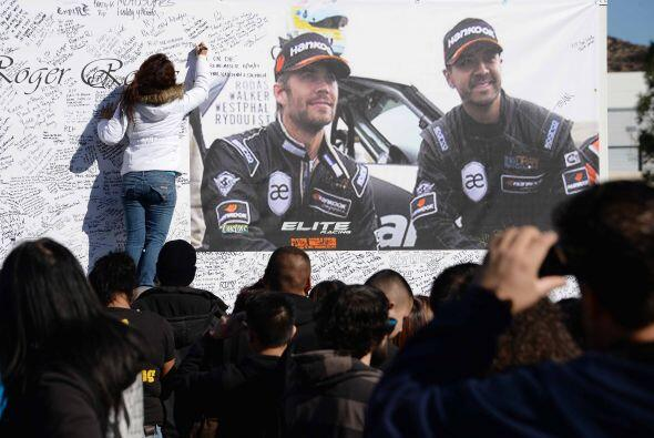 Unl gigantesco mural  en el que inmortalizaron sus sentimientos para el...