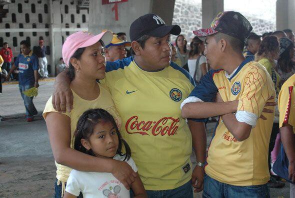 Familias completas asistieron al inmueble para apoyar al atacante paragu...