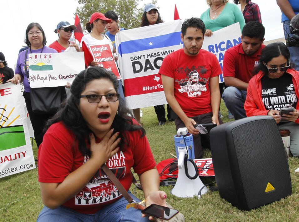 La activista Tania Chávez reacciona al anuncio del fiscal general...