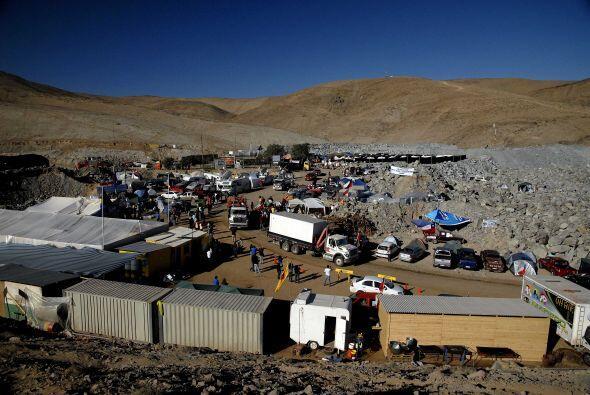 Los mineros podrán este domingo comunicarse directamente con sus familia...