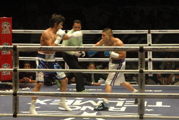 Zárate enfrentó a Guillermo Medina en peso ligero en pleito pactado a 10...