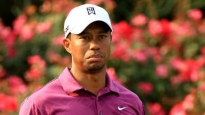 Woods no juega torneo completo desde que se lesionó la rodilla y el tend...