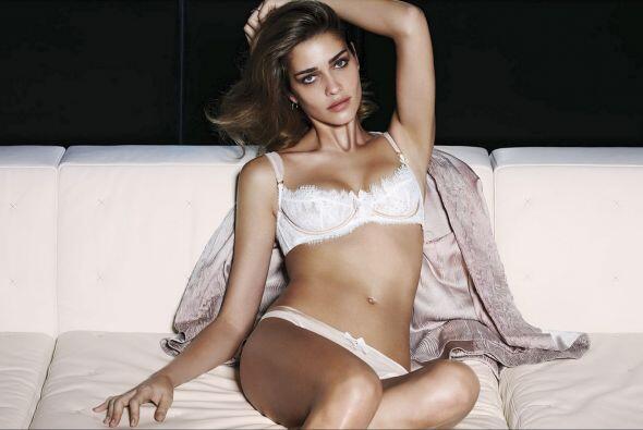 La modelo brasileña realizó una caliente sesión de fotos que te harán su...