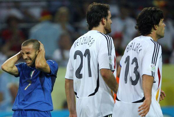 Antes de emprender dicha empresa, Alessandro tomó parte en el Mundial de...