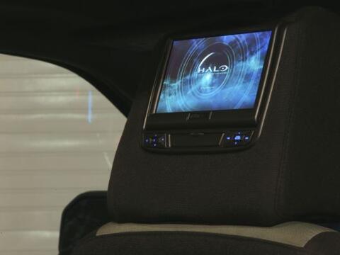 Lo más relevante del interior son las pantallas montadas en los r...