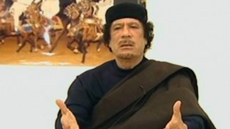 La ONU estima que 893 mil personas han huido de Libia desde el comienzo...