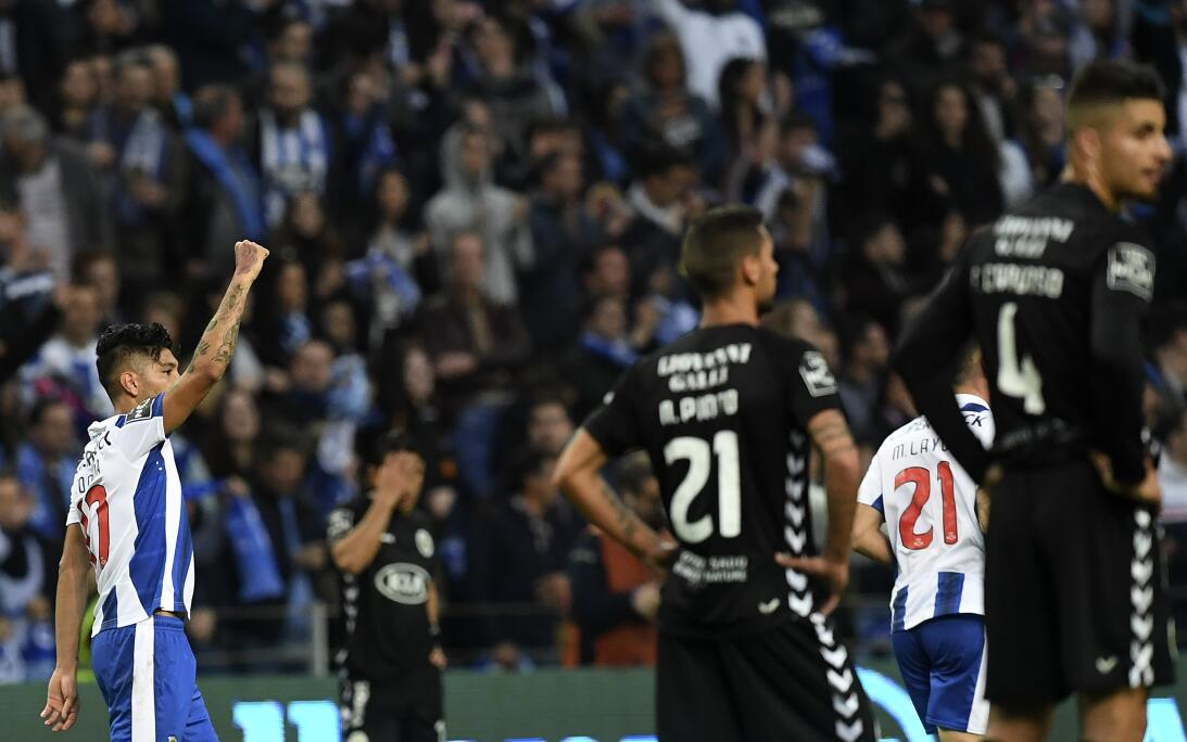 'Tecatito' Corona se disfrazó de Van Basten en el empate del Porto Tecat...