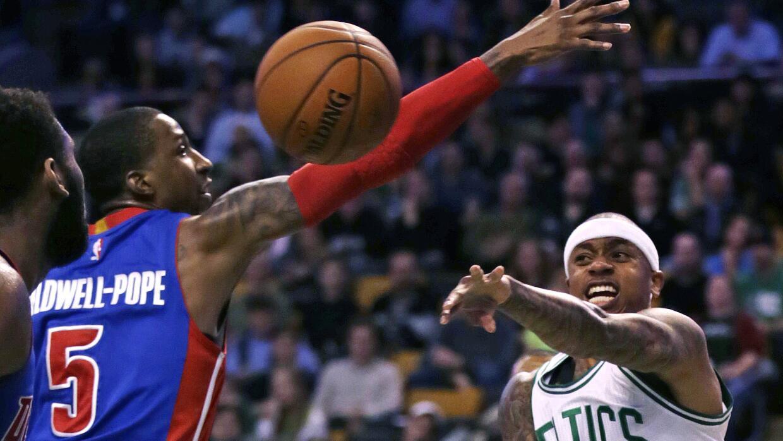 Andre Drummond añadió 16 puntos y 13 rebotes.