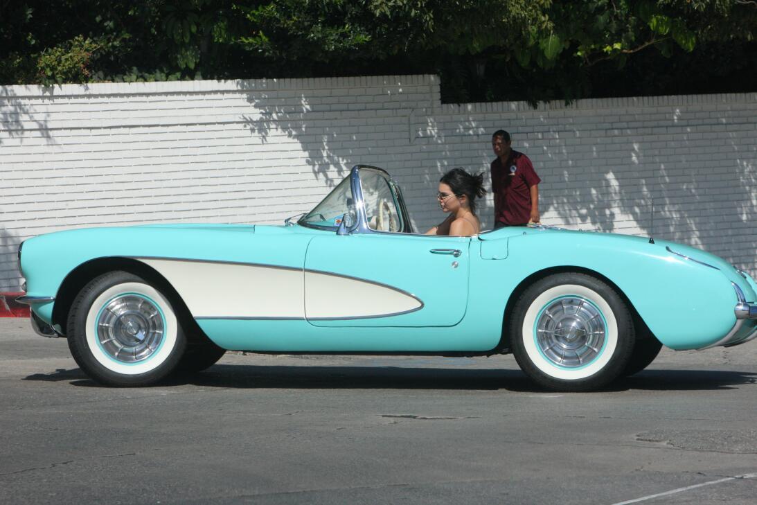 Los formidables carros del clan Kardashian-Jenner meg-kjtvcsbh171009-04.JPG