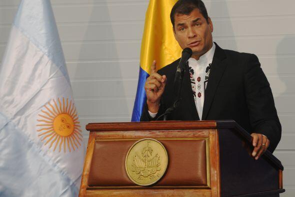El presidente de Ecuador, Rafael Correa, enfrenta una revuelta de polic&...