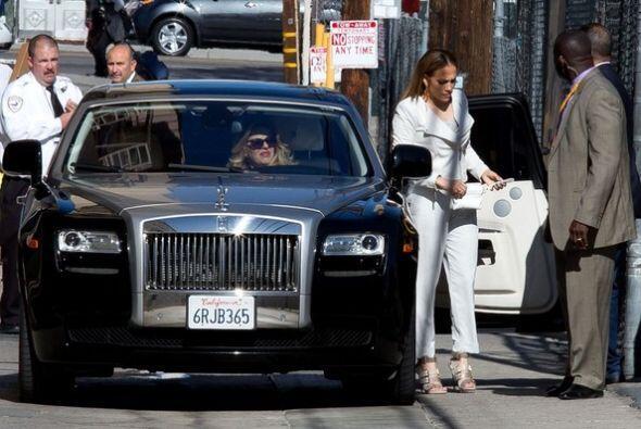 A Jennifer Lopez le gusta mucho el lujo, aquí la vemos en un Rolls Royce...