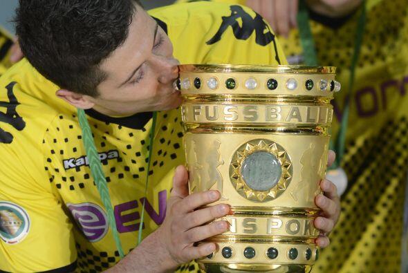 Lewandowski hizo tres goles y el Dortmund se proclamó campeón de Copa, p...