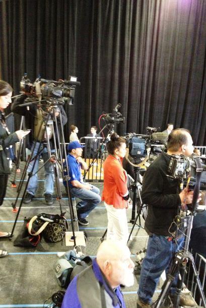 Medios de comunicación nacionales y locales empezaron a instalarse para...