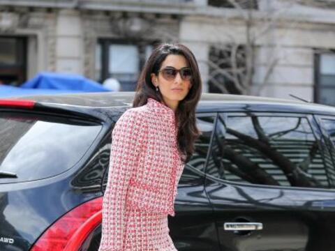 La esposa de George Clooney siempre nos impacta con su hermoso estilo de...