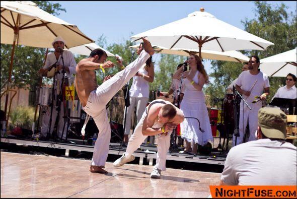 La capoeira mezcla las artes marciales con la danza en un espectáculo im...
