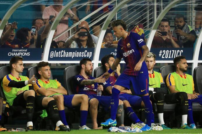 Los últimos momentos de Neymar como jugador de Barcelona GettyImages-824...