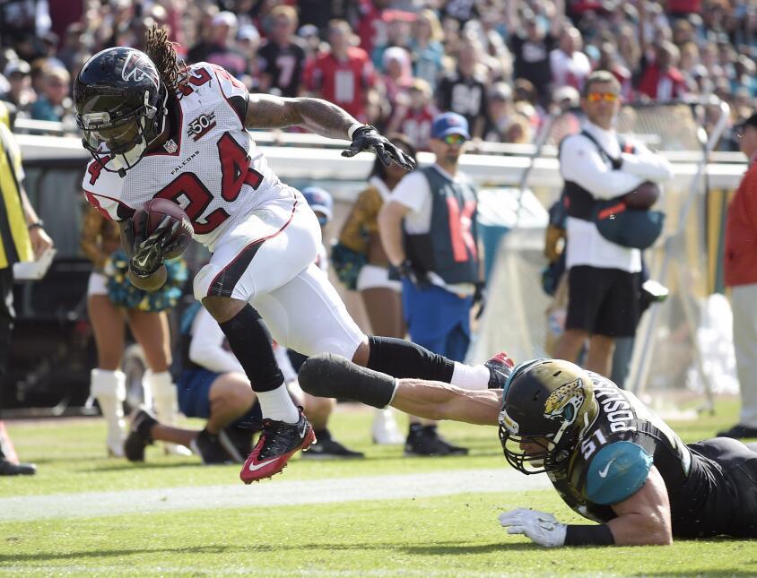 Los Atlanta Falcons vencieron 23-17 a los Jacksonville Jaguars para sali...