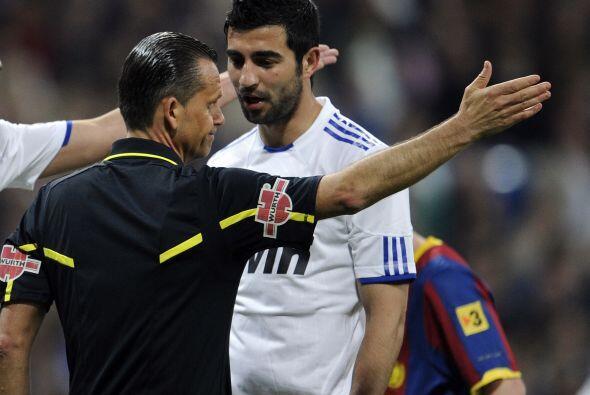 Albiol fue expulsado y el Real Madrid se quedó con 10 con todo el segund...