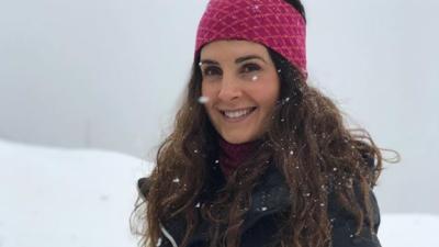 Mayrín Villanueva se escapa con su familia a esquiar