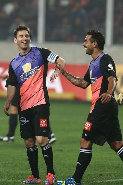 Aquí celebran Messi y Lavezzi.