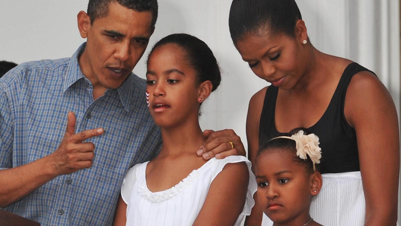 El estilo de educación de Barack y Michelle Obama con Sasha y Malia, fir...