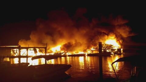 Cierran la vía hacia los Cayos de la Florida por un grave incendio