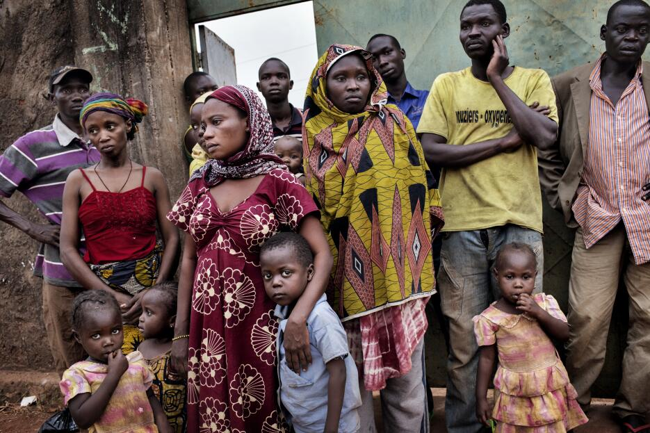 The Unravelling, photos by Marcus Bleasdale/V11 mUSLIM%20FAMILIES%20NEAR...