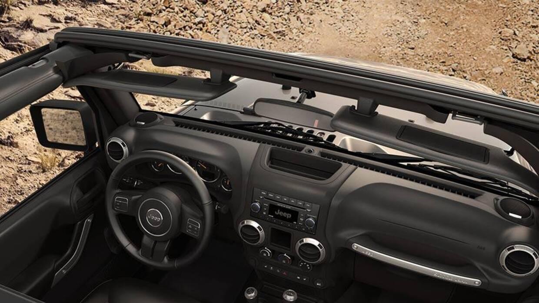 El tablero de instrumentos del Jeep Wrangler 2016 es simple y directo