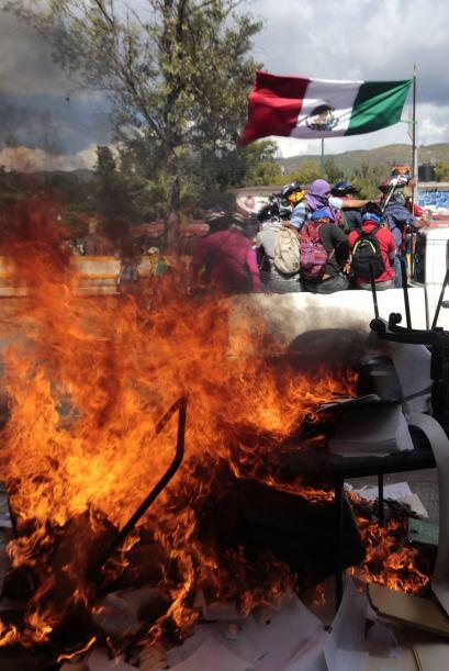 Los manifestantes también se trasladaron a la Contraloría Interna de la...