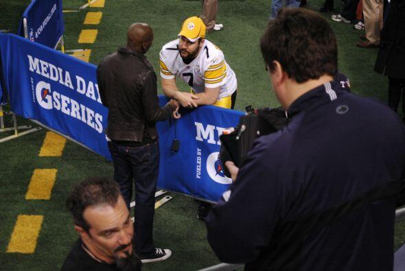 También se dio un tiempo para hablar con el quarterback de los Steelers,...