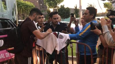 El Tri llegó a Querétaro con retraso y 'puebleando'