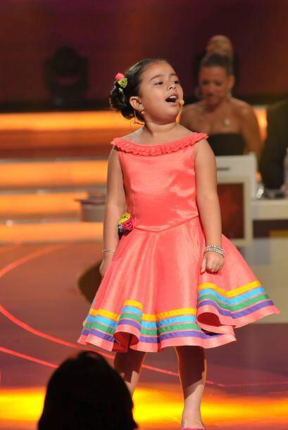 Karlita dio a conocer su potente voz con esta difícil canción.