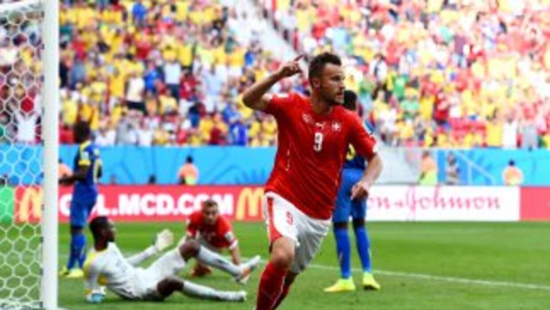 Haris Seferovic instantes después de marcar el gol de la victoria de Sui...