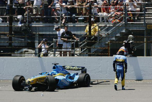 En el Gran Premio de Estados Unidos en Indianápolis, Alonso tuvo un acci...