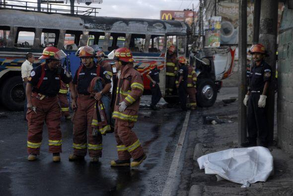 La explosión de la bomba dentro de la unidad de transportes que cubría l...