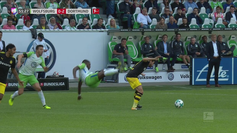 Impactante caída de Riechedly Bazoer del Wolfsburgo