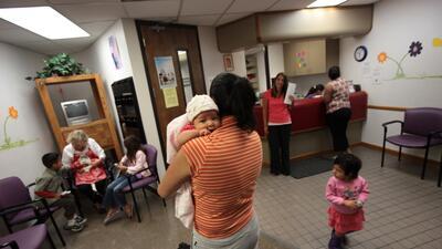 """""""Este es el legado de Trump"""": por primera vez en una década aumenta la cantidad de niños sin seguro médico"""