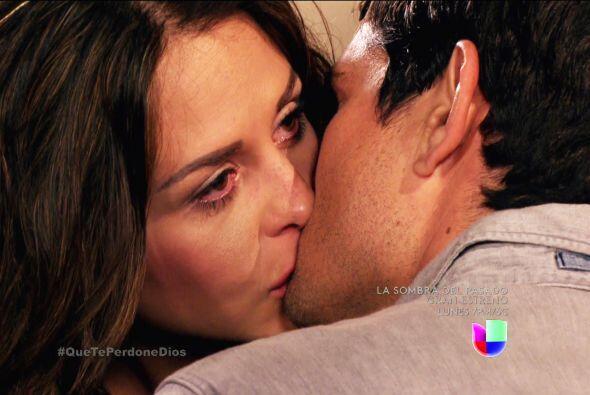 Ojalá no te arrepientas de esos besos Abigail, Diego se siente en el par...