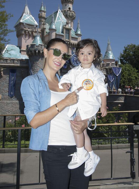 Ninel Conde en Disneyland