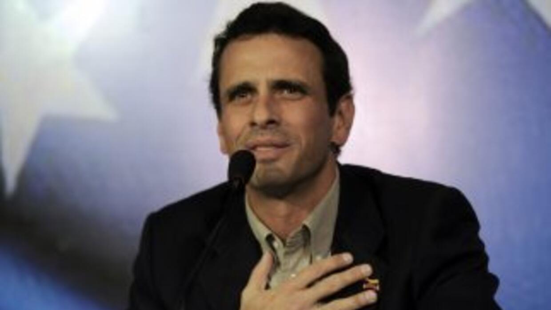 El equipo de campaña de Capriles exhortó a VTV a mantener una línea edit...